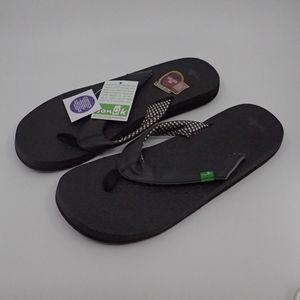 Sanuk Yoga Mat Black Sandals 10 - NWT